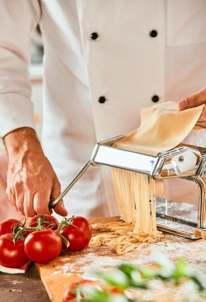 chef-preparing-italian